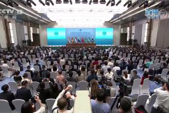 上海合作组织成员国领导人共同会见记者